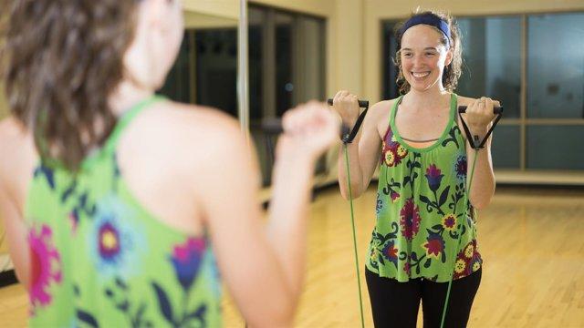 Mujer haciendo ejercicio, deporte, actividad física