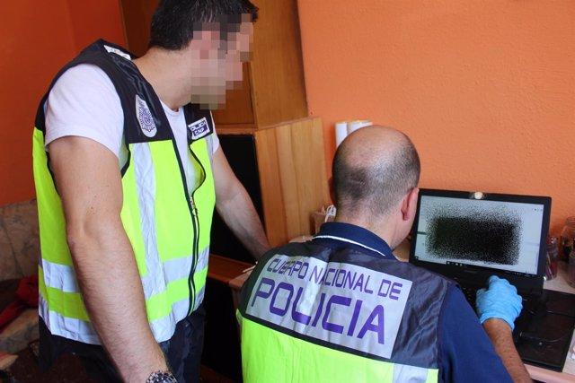Nota De Prensa Y Fotografía: La Policía Nacional Detiene A Un Hombre Como Presun