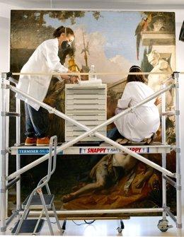 Restauración del cuadro 'La muerte de Jacinto', de Tieppolo