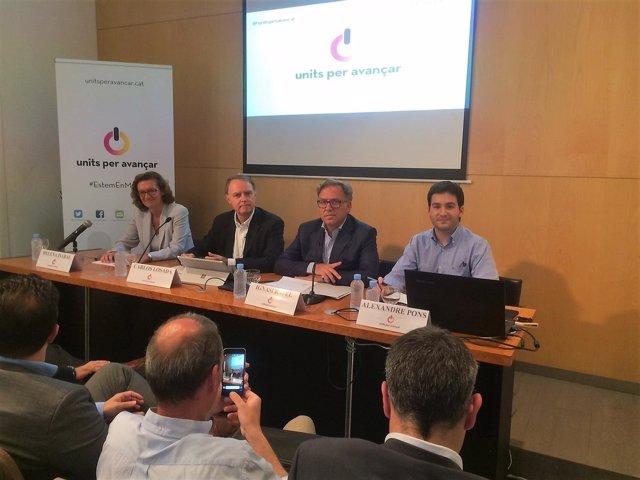 Portavoz de Units per Avançar Carlos Losada y otros miembros del nuevo partido