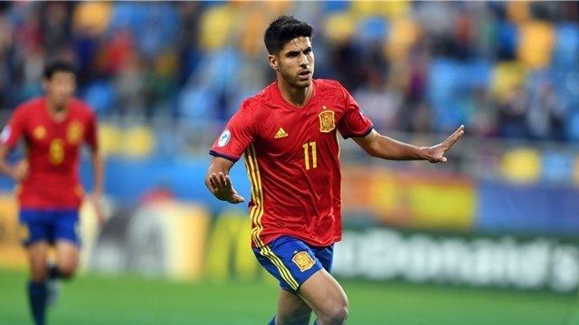 Marco Asensio celebra un gol con la selección española Sub-21
