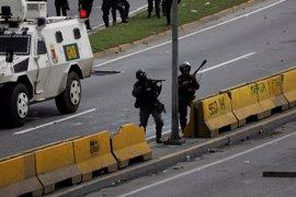 La muerte de un joven supuestamente por las fuerzas de seguridad eleva a 74 los fallecidos en Venezuela