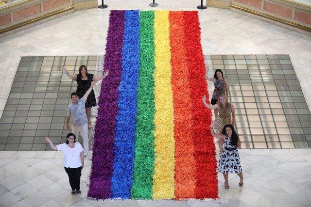 Bandera arcoíris en el Palacio de Cibeles