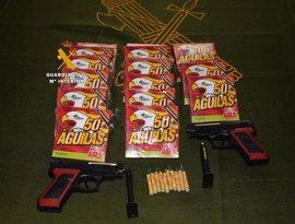Confiscan 760 artículos pirotécnicos y dos pistolas de 'airsoft' en la Feria de Frigiliana