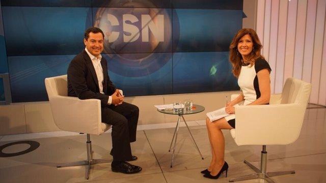 Juanma Moreno durante la entrevista