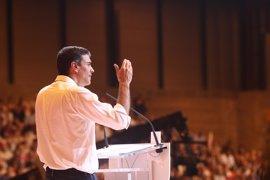 Sánchez regresa al Congreso y saluda uno a uno a todos sus diputados, senadores y europarlamentarios