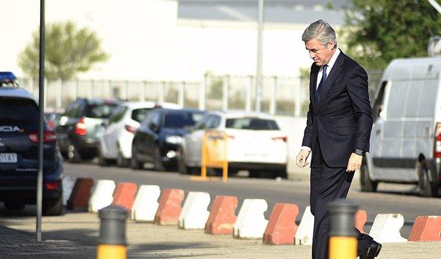 Ángel Acebes a su llegada a la Audiencia Nacional para declarar por Gürtel