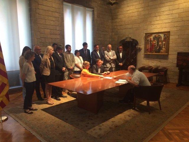 La consellera M.Borràs recibe notificación de la querella por la compra de urnas