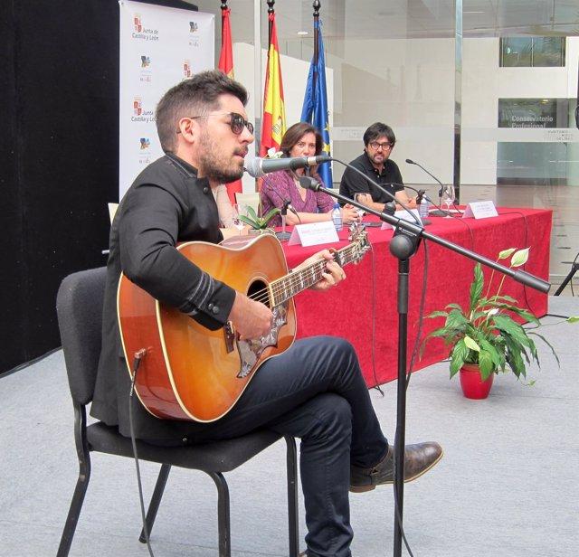 Siloé actúa en directo durante la presentación del XX Sonorama Ribera