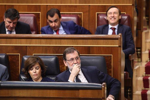 Soraya Sáenz de Santamaría y Mariano Rajoy en le debate de la moción de censura