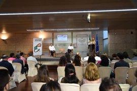 """La presidenta de la Asamblea de Extremadura afirma que España y la UE tienen """"mucho que hacer"""" en materia de refugiados"""