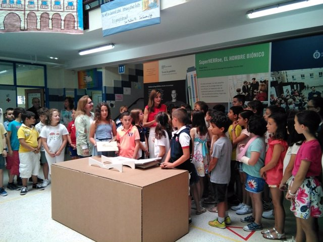 La reina Letizia con escolares de Asturias