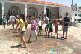 """Padres se muestran satisfechos por las medidas de la Junta ante el calor y piden arreglar el problema """"centro a centro"""""""