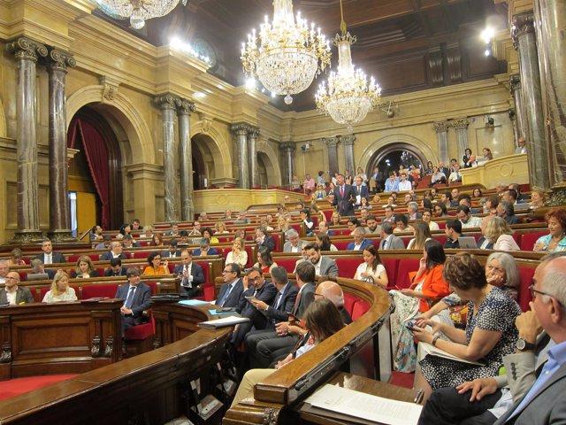 Pleno en el Parlament (ARCHIVO)