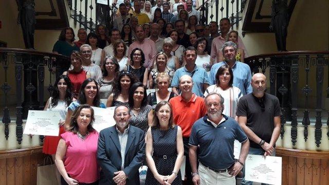 Fernández con los docentes de los centros educativos premiados