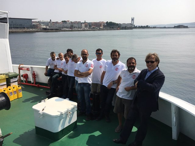 Miembros y colaboradores de la ONG Open Arms.