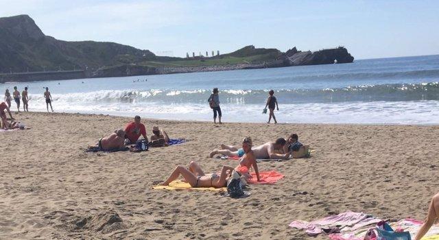 Playa de Salinas y ola de calor en Asturias
