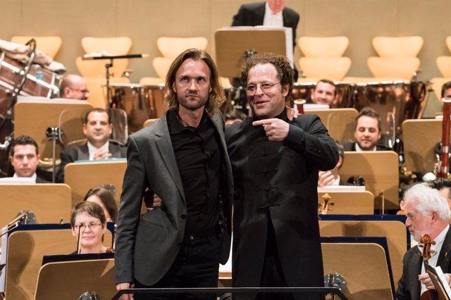 Gabriel Prokófiev con John Axelrod