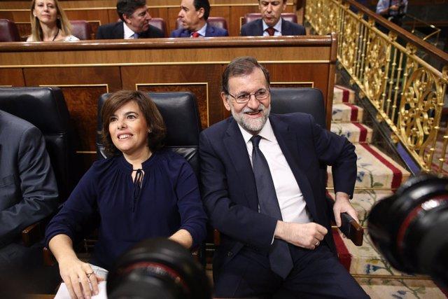 Santamaría y Rajoy en el debate de la moción de censura