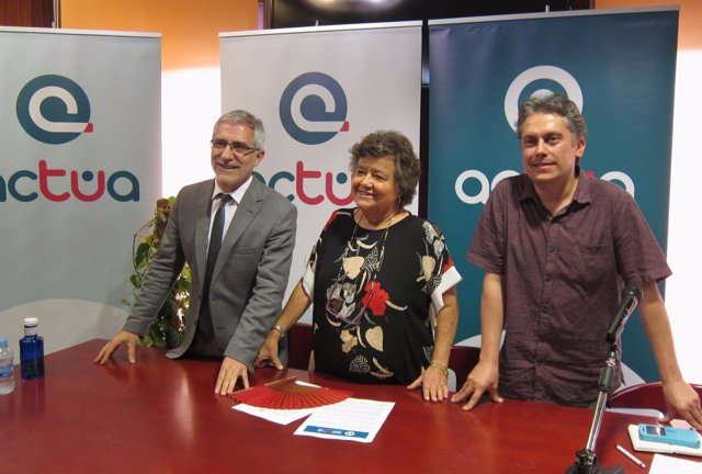 De izquierda a derecha Llamazares, Almeida y Novoa