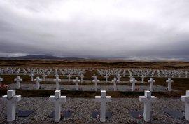 Las tareas para identificar a los soldados argentinos enterrados en Malvinas arrancan 35 años después