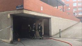 Un incendio en un garaje obliga a desalojar dos edificios de viviendas en San Fernando de Henares