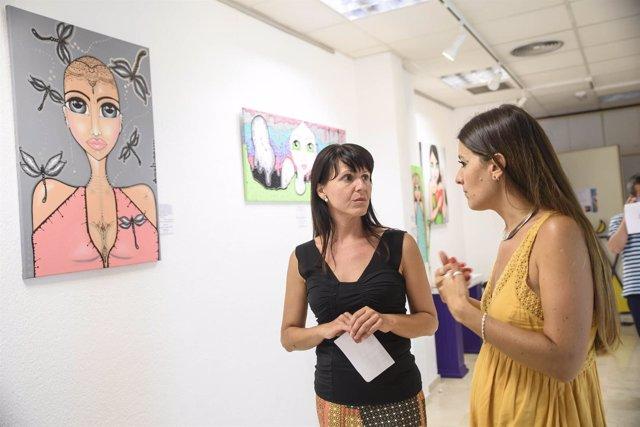La diputada Dolores Martínez ha visitado la muestra junto a Melina Martín.