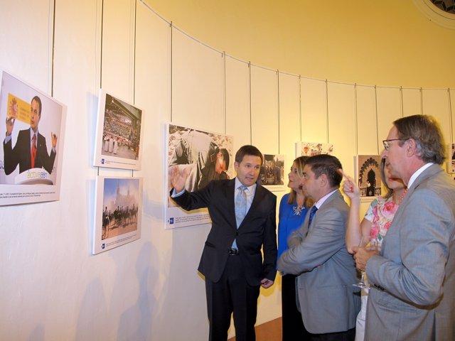 Inauguración de una exposición fotográfica en Jaén
