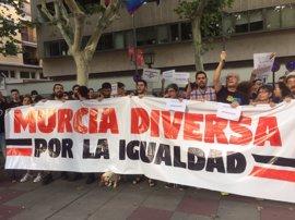 El grupo LGTBI del PSOE pide la dimisión del delegado del Gobierno por los incidentes en el desfile del Orgullo Gay