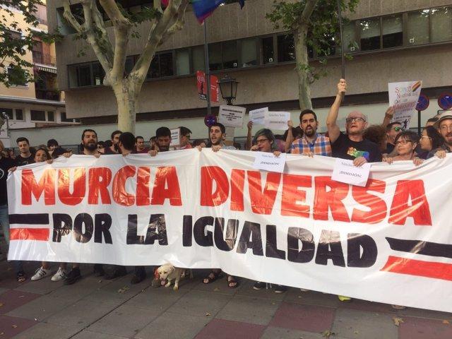 Manifestación pidiendo la dimisión del delegado