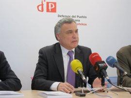 Comptos dice que el Defensor del Pueblo de Navarra ha reducido un 35% sus gastos desde 2009