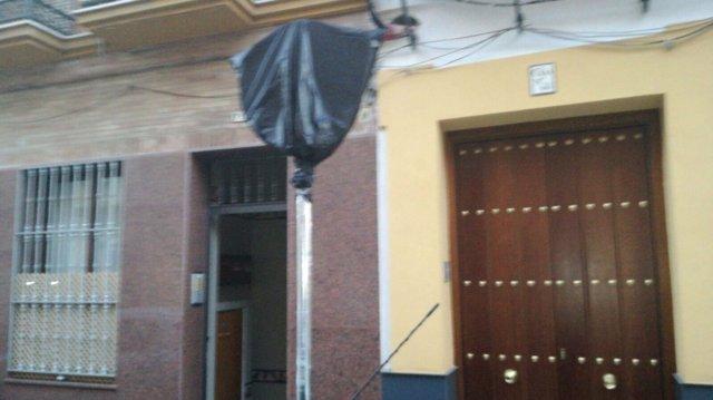 Una de las señalas cubiertas de la calle Pureza.