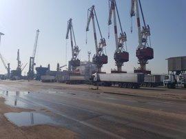 La huelga de la estiba vuelve a paralizar el Puerto de Santander