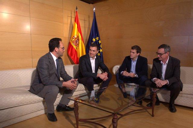 Pedro Sánchez , Albert Rivera, Antonio Hernando y José Manuel Villegas