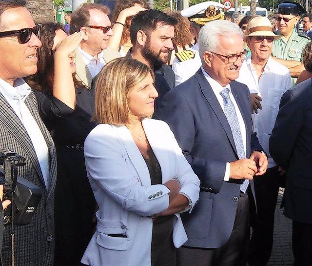 Jiménez Barrios en Cádiz junto a la presidenta de la Diputación