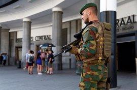 El asaltante de Bruselas atacó a un militar al grito de 'Allah Akbar' tras la explosión fallida de su maleta