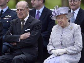 """El Príncipe Felipe, marido de Isabel II, hospitalizado """"por precaución"""""""