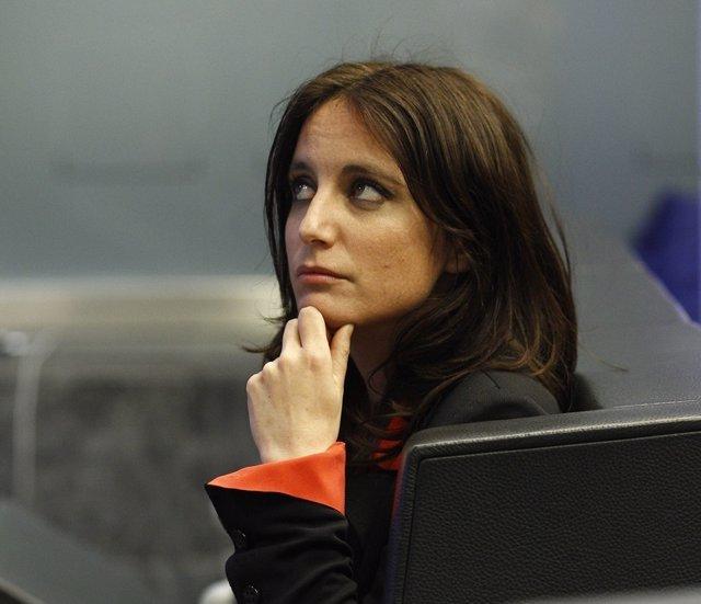 Andrea Levy atiende en una rueda de prensa en la sede del PP