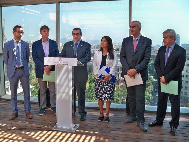 El conseller Jordi Jané, el secr.César Puig y los directores grales. De Interior