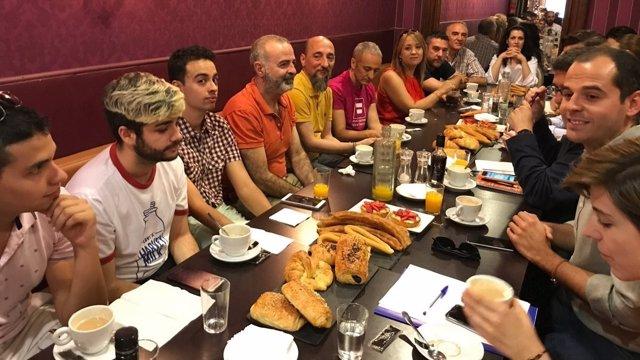 Reunión de Cs con colectivos LGTB
