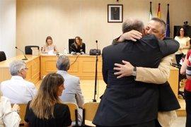 La juez absuelve a Torrijos y a los otros nueve acusados por los suelos de Mercasevilla