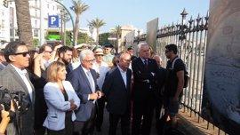 Una exposición en el muelle de Cádiz recorre los últimos 300 años de la ciudad portuaria