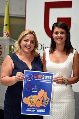 Las diputadas de Deportes de Almería y Granada, con el cartel del encuentro.