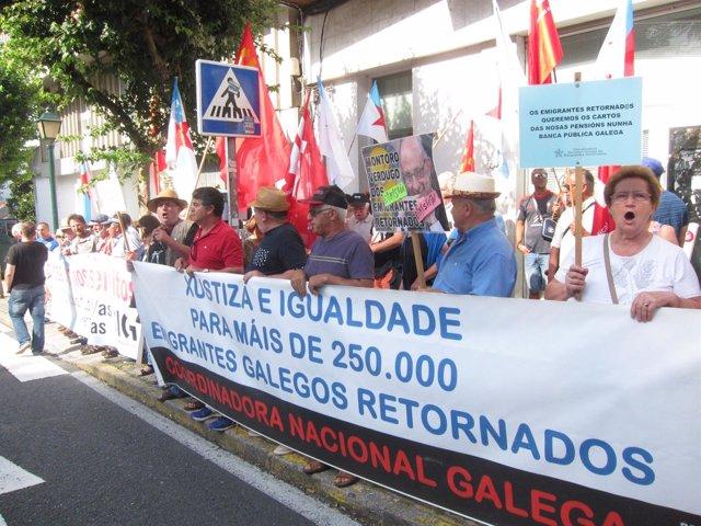 Protesta de jubilados ante el Parlamento de Galicia