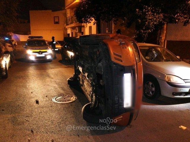 Coche volcado tras perder el control el conductor.