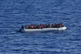 """Zapico (IU) lamenta que se haya galardonado a una Europa """"cómplice del exterminio de refugiados"""""""