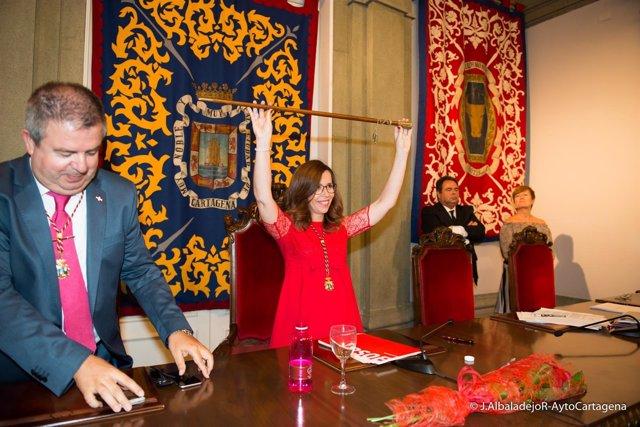 Ana Belén Castejón, toma el bastón, nueva alcaldesa de Cartagena