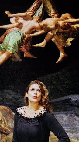Adriana Ugarte, retratada en el cuadro de Goya 'Vuelo de brujas'