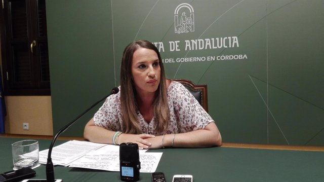 La delegada de Educación de la Junta, Esther Ruiz