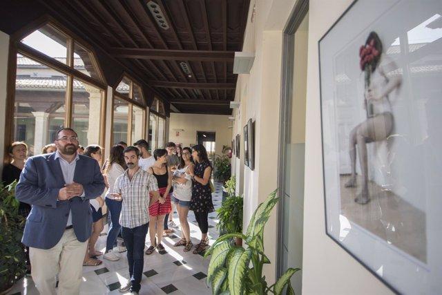 Inauguración de una exposición sobre identidad de género en la Junta